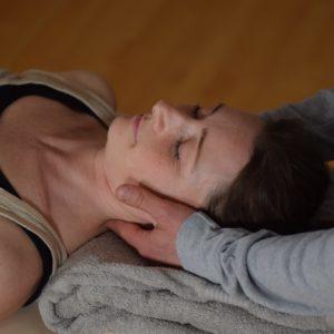 fysioterapi til nakkesmerter med manuel behandlingsgreb