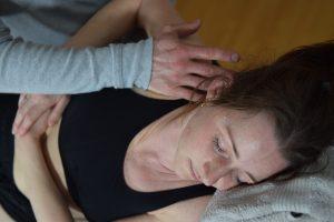 Smertebehandling af skulder med manuelle greb